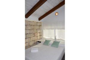 dormitorio buhardilla apartamentos El Lago en Córdoba