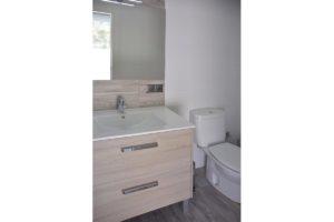 lavabo e inodoro apartamentos El Lago en Córdoba