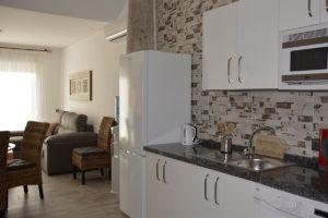 cocina salón comedor apartamentos El Lago en Córdoba