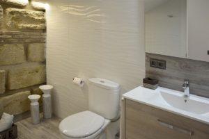 inodoro y lavabo apartamentos El Lago en Córdoba