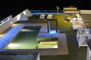 Jardin de apartamentos el lago de noche