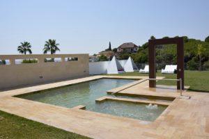 piscina apartamentos el Lago en Córdoba