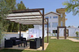 Pérgola de apartamentos El Lago en Córdoba