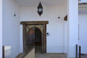 Puerta casa apartamento El Lago en Córdoba
