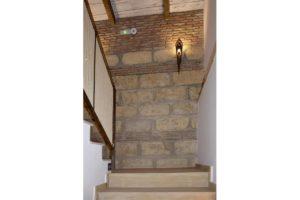 escaleras apartamentos El Lago en Córdoba